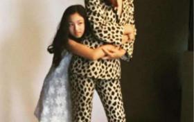 任达华14岁女儿无修图曝光,腿长2米既视感,比超模妈妈还惊人!