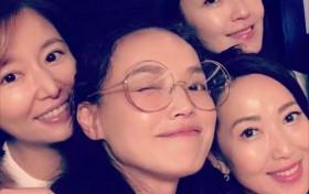 台湾四美林心如舒淇素颜合影似少女 可两个人加起来快90岁
