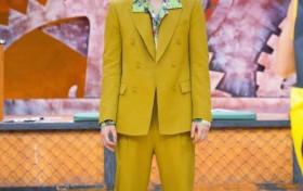 李易峰橄榄绿西装 穿出不一样的感觉简直是行走衣架