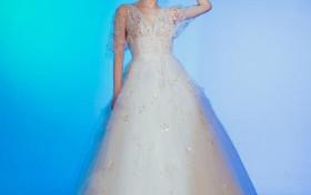 黄圣依拍唯美写真 穿香槟色亮片长裙仙气十足