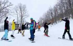 王思聪带前女友赴日滑雪 女方开心晒照炫耀特殊待遇