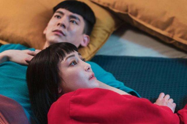 电影《怪胎》讲述两个患有严重强迫症的男女,相遇后发展出的爱情故事。 (图/取自方格子)
