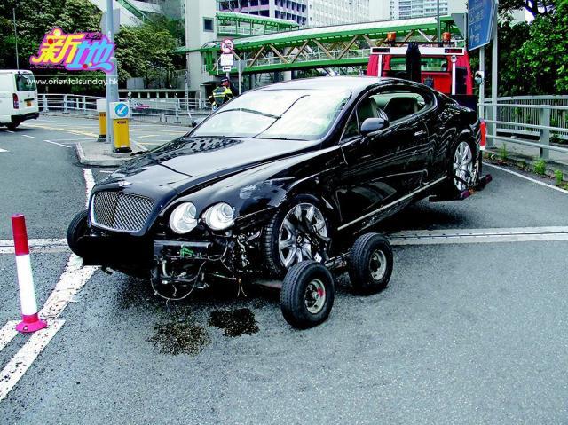 逾200万宾利座驾损毁。