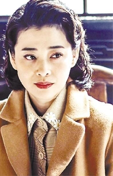 94年春晚朱时茂大变活人,充当道具的女孩,25年后成巨星