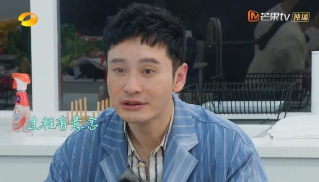 黃曉明近日亮相《中餐廳》因熱到熔妝被指走樣。
