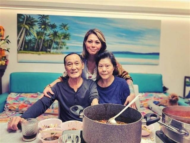陈惠敏女儿日前才上传父母合照,透露爸爸身体好转中。 (取自东网)
